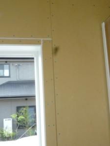 窓回の細いボード.JPG